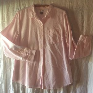 Old Navy classic oxford style button down shirt.